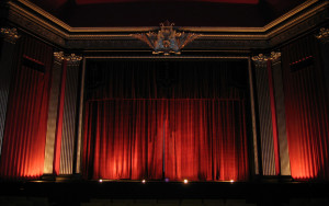 theater-curtain-waiting_1920x1200_sc